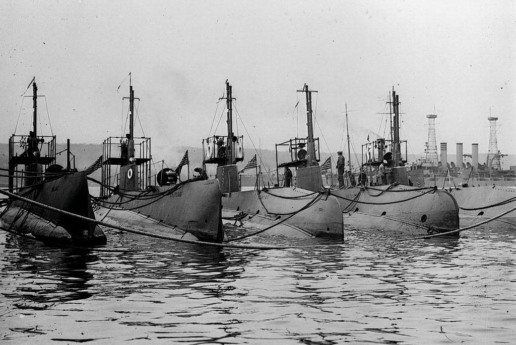 p20_-_us_navy_submarines_circa_1942