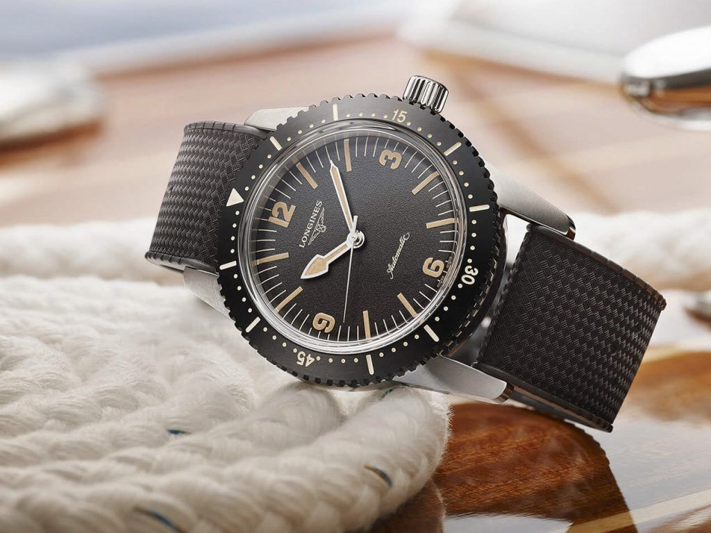 The Longines Skin Diver Watch detalle esfera blog debajo del reloj