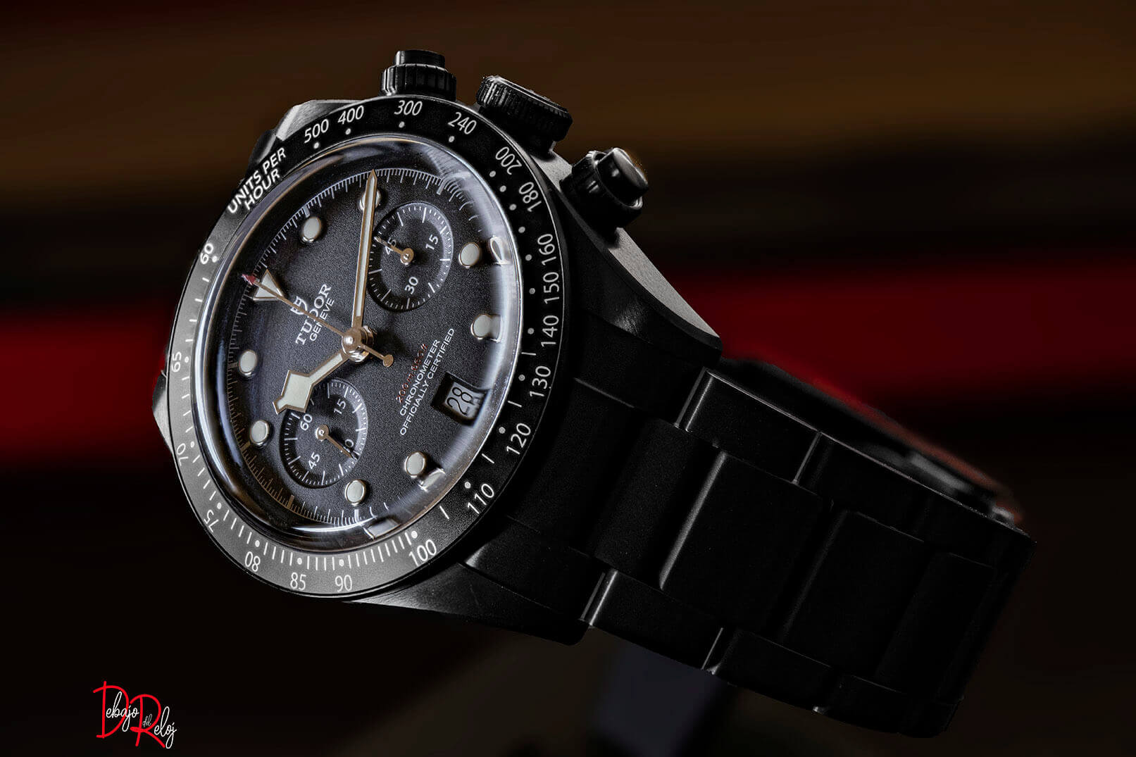 Tudor Black Bay Chrono Dark debajo del reloj 10