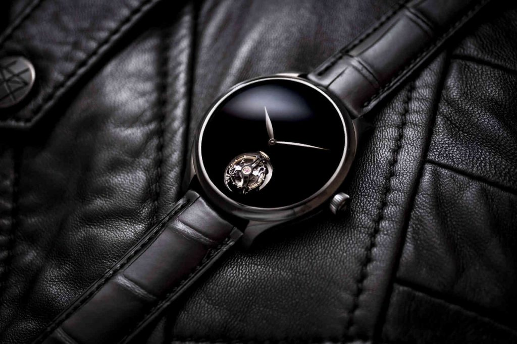 Endeavour Tourbillon Vantablack Black Hands_1804-1206_Lifestyle_02